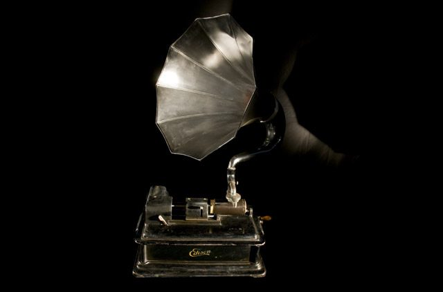 Phonograph-(C) Flickr