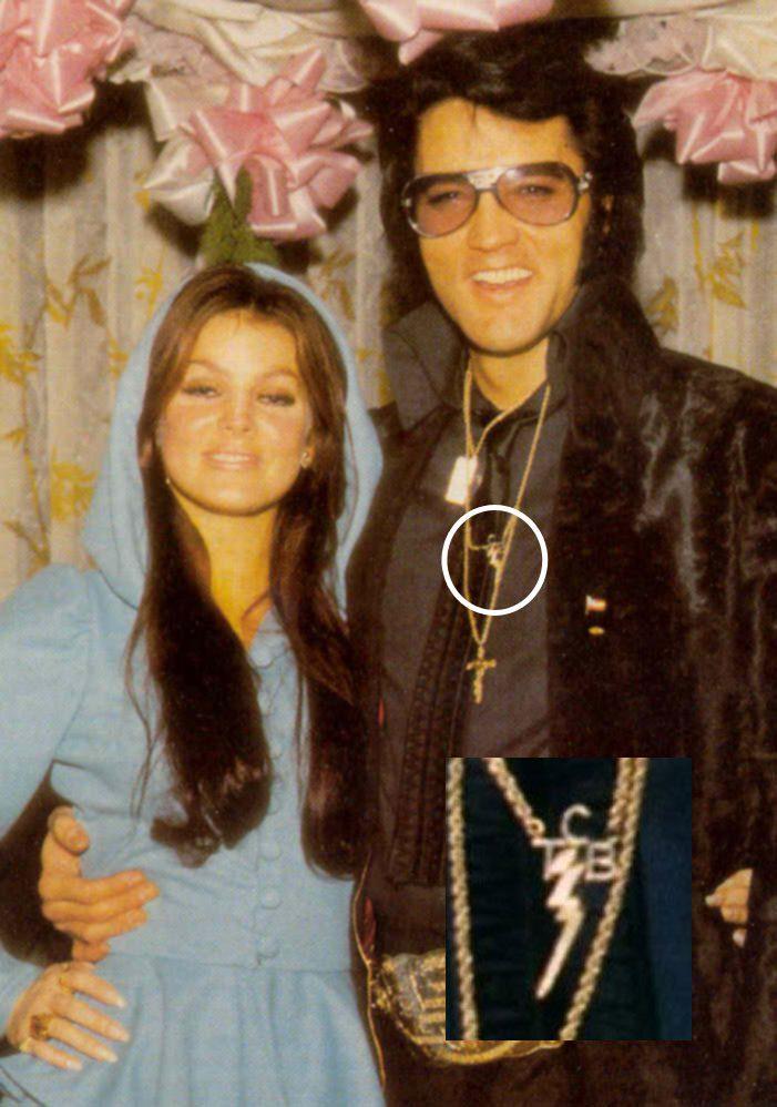 Der Schätzwert für die weltbekannte 14 Karat TCB-Goldkette von Elvis lag bei rund 4 000-6 000 GBP-(C) jeremyelvispearce.com