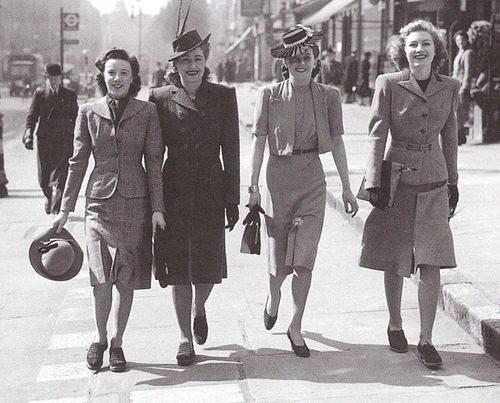 Typische Damenmode der 1940er Jahre (C)- color4day.com