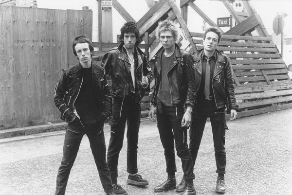 Auch beliebte Bands der Punkbewegung, wie z.B The Clash trugen gerne Doc Martens (C) shoeblogs.com