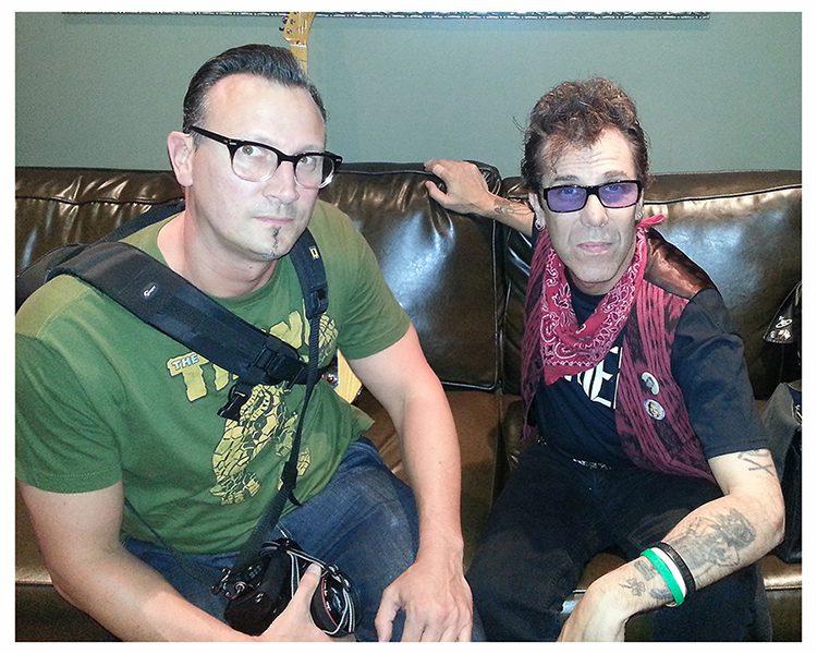 Johnny Hellstorm mit Slim Jim Phantom in London