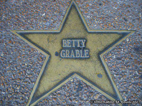 Betty Grable erhielt u.a. auch einen Stern auf dem Walk of Fame in St Louis-(C) aboutstlouis.com