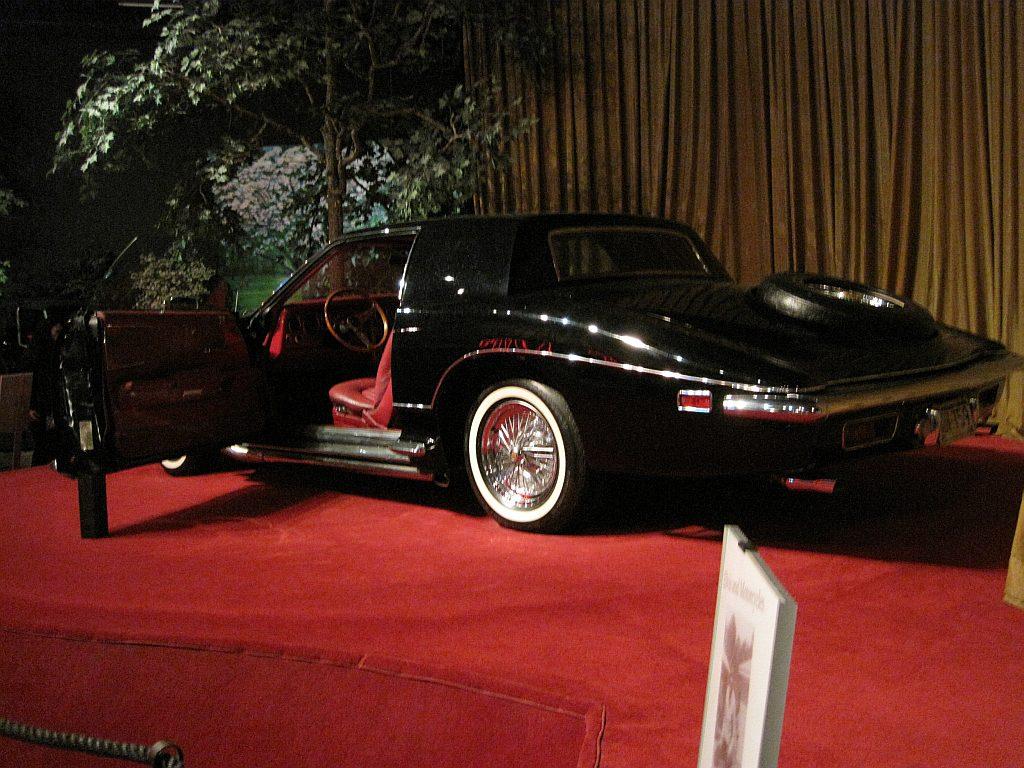 Elvis_Presley_Automobile_Museum_Memphis_TN_2013-03-24_043_1973_Stutz_Blackhawk