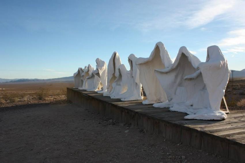 Geisterskulpturen am Rand von Rhyolite