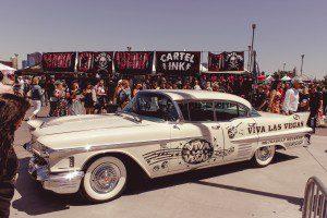Oldtimer mit Viva-Las-Vegas-Aufdruck