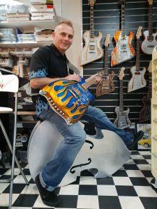 Dave und eine seiner Gitarren