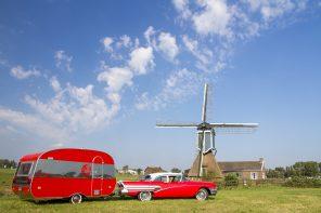 """Das etwas andere """"Häuschen am Haken"""" – 1958er Buick mit Wohnwagen"""