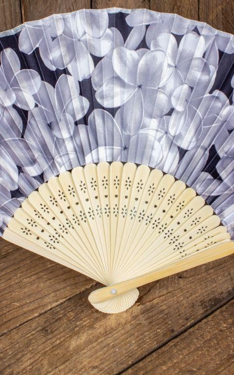 Bambus Handfächer mit Plumeria Blüten