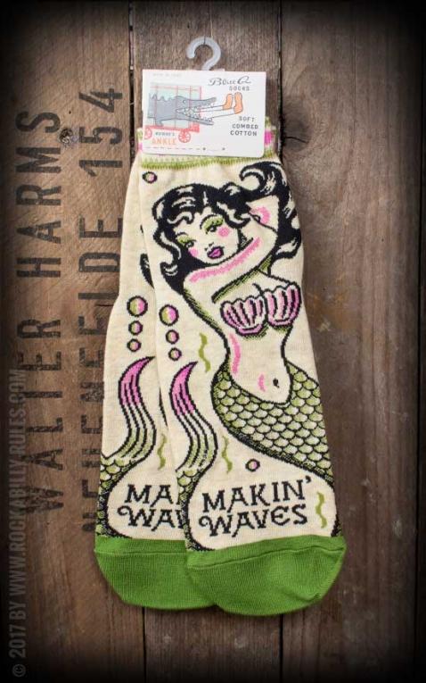 Socks Fight Makin Waves