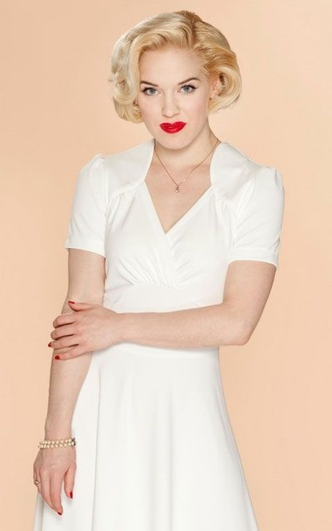 Very Cherry - Hollywood Circle Dress Elfenbein