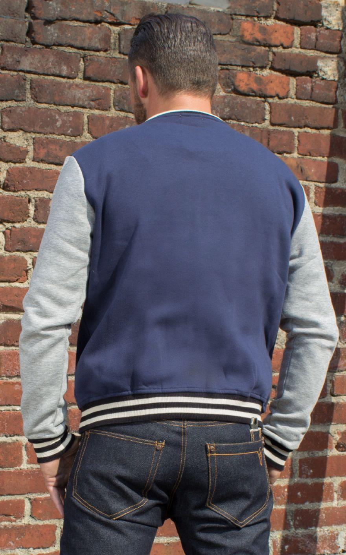 Blaue college jacke