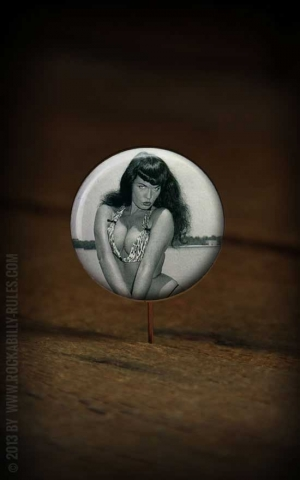 Button Bettie Page 018