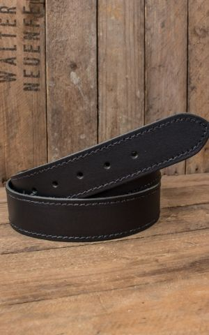 Leatherbelt with stitching, black